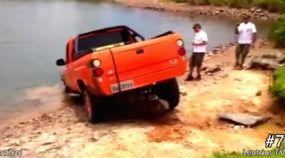 10 Flagras de travessias na água que deram muito errado (incluindo uma rara Picape Troller)