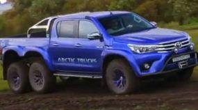 Brutal ao extremo: Veja em ação essa nova Toyota Hilux 6x6 (que supera desafios insanos)