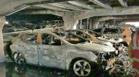 Incêndio impressionante destrói 1400 carros em estacionamento na Inglaterra (na virada de ano)
