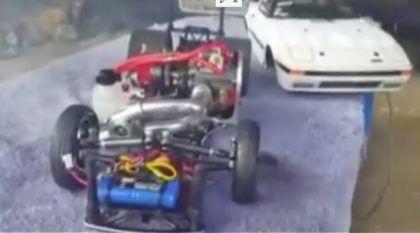Carro RC turbo? Brinquedo que acelera forte e faz a alegria de crianças e adultos
