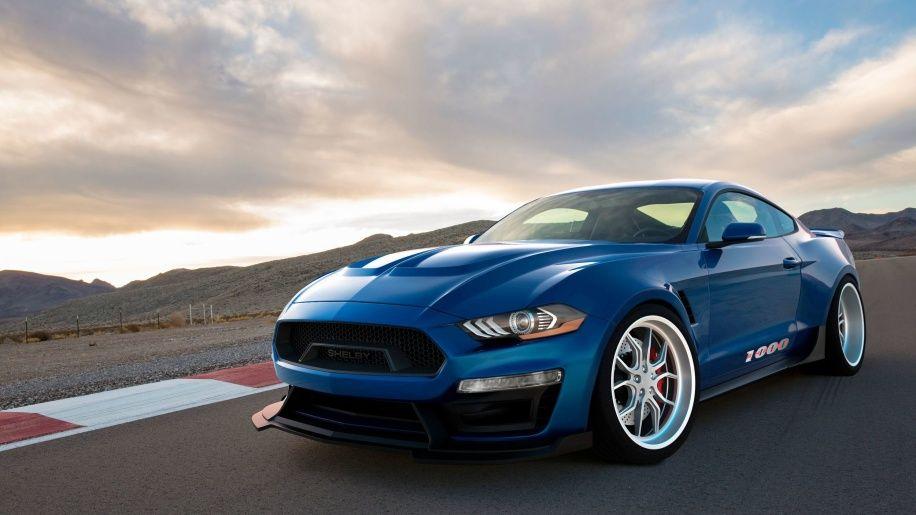 Shelby Mustang 1000 carro azul potente na pista