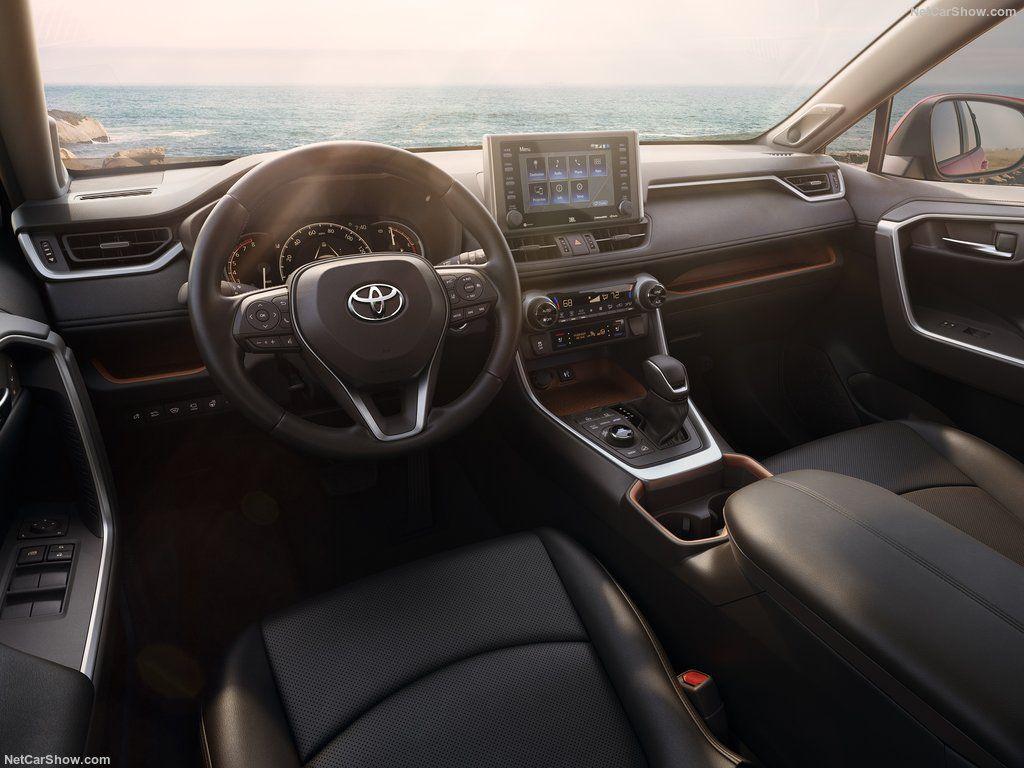 Interior do novo Toyota RAV4 2019, volante, painel e bancos