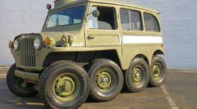 Brutal, esse Jeep Willys tem tração 8x8 (e ainda motor V8 de Corvette)