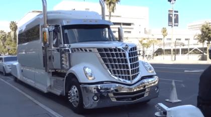 Colossus: a maior limousine do mundo